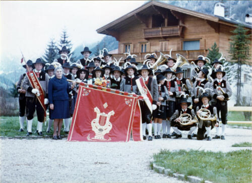 Fahnenweihe der Vereinskapelle Gossensaß